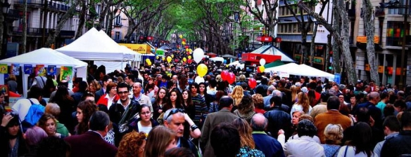 crowded-street-view-of-la-ramblas4-894x508